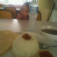 Photo taken at D'Mama Resto 'n Cafe by Johnly R. on 10/15/2011
