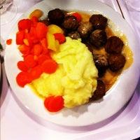 Photo prise au IKEA Restaurant & Café par Nicolas M. le11/26/2011