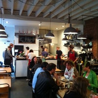 7/18/2011 tarihinde Mark H.ziyaretçi tarafından J+A Café'de çekilen fotoğraf