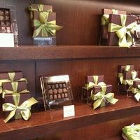 Foto tirada no(a) Fran's Chocolates por Rand F. em 9/8/2011