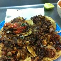 Foto tomada en Tacos Beto por Charly L. el 12/9/2011