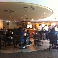 Foto tomada en Starbucks por Jorge M. el 8/1/2011