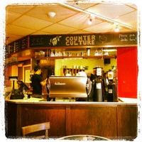8/3/2012 tarihinde Justin G.ziyaretçi tarafından Pavement Coffeehouse'de çekilen fotoğraf