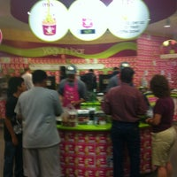 Photo taken at Menchie's Frozen Yogurt by Thomas R. on 8/27/2012