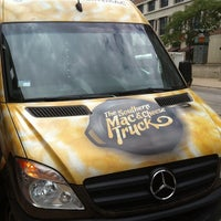 Photo taken at The Southern Mac & Cheese Truck by Kevin on 8/10/2012