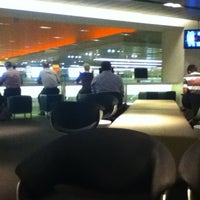 Photo taken at The Qantas Singapore Lounge by Philippe J. on 5/3/2012