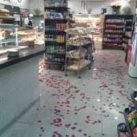 รูปภาพถ่ายที่ Padaria Crillon โดย Rafael P. เมื่อ 5/13/2012