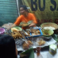 Photo taken at Sego Pecel Bu Sadur by Syaifuddin Z. on 11/10/2011