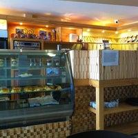 Foto tomada en La Brioche Cafe por JP G. el 11/30/2011