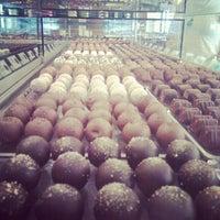 Foto tomada en Chocolateria Valor por Evgeny el 8/11/2012