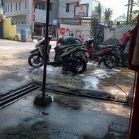 Photo taken at Tempat Cuci Motor 24 Jam | 24 Hour Motorcycle Wash by Adrian M. on 8/30/2012