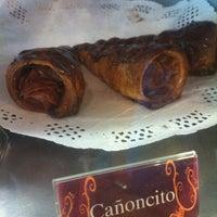 Foto tomada en Panaderia La Victoria por Cesar T. el 2/25/2012