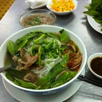 Photo taken at Phở Hồng by ⚓Capt C. on 3/26/2012