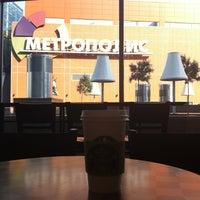 Photo taken at Starbucks by Yu on 6/22/2012