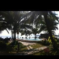 Photo taken at First Villa Resort  Pha-ngan by วิชญ์ธาวิน เ. on 4/5/2012
