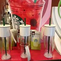 Foto scattata a Starbucks da Ray V. il 7/12/2012
