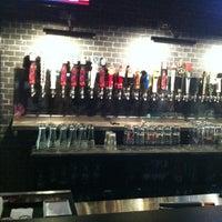 Photo prise au Taps Wine & Beer Eatery par Erick O. le7/4/2012