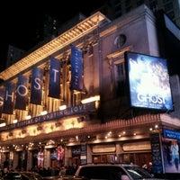 Foto diambil di Lunt-Fontanne Theatre oleh JoyBella pada 3/28/2012