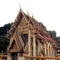 Photo taken at วัดประชุมโยธี อารามหลวง by jingoto w. on 8/11/2012