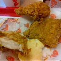 Photo taken at Popeyes Louisiana Kitchen by Francis L. on 7/21/2012