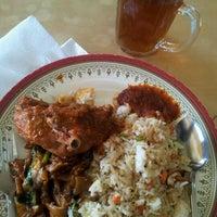 Photo taken at Selera Kampung by Haz on 5/14/2012