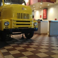 Photo taken at Fuddruckers by Ernest on 8/14/2012