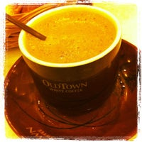 Photo taken at OldTown White Coffee by Peter L. on 6/7/2012