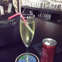 Photo prise au Taps Wine & Beer Eatery par Nancy G. le8/5/2012