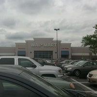 Das Foto wurde bei Walmart von Lizzy S. am 5/7/2012 aufgenommen