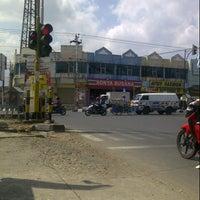 Photo taken at Perempatan Sri Ratu by Ahsan Z. on 8/30/2012