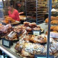 Foto tomada en Le Rêve Bakery & Café por Carl T. el 3/20/2012
