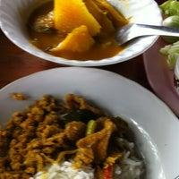 Photo taken at อาหารปักษ์ใต้ นายหัววิทย์ by Sankae E. on 2/18/2012