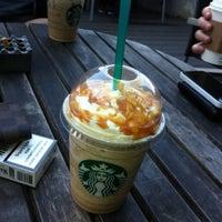3/24/2012 tarihinde Kemal H.ziyaretçi tarafından Starbucks'de çekilen fotoğraf