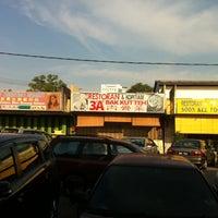 Photo taken at Restaurant 3'A' Bah Kut Teh by Tan J. on 8/9/2012