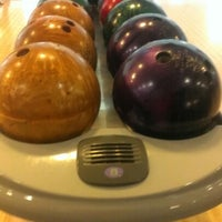 8/28/2012 tarihinde Volkan T.ziyaretçi tarafından RollingBall Bowling'de çekilen fotoğraf