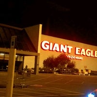 Photo taken at Giant Eagle Supermarket by Keri D. on 6/27/2012