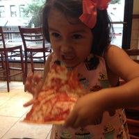 Снимок сделан в Rizzo's Fine Pizza пользователем Hasbleidy M. 6/9/2012
