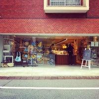 Foto diambil di Shibuya Publishing & Booksellers oleh Junichi I. pada 6/10/2012