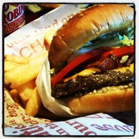 Photo taken at Red Robin Gourmet Burgers by Will F. on 7/25/2012