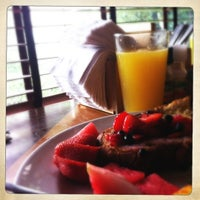 Foto tirada no(a) Empire Cafe por Lora B. em 7/15/2012