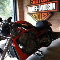 Foto tirada no(a) Autostar (Harley Davidson) por Marcela T. em 3/17/2012