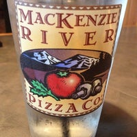 Photo prise au MacKenzie River Pizza Co. par Raymond C. le7/16/2012