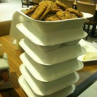 Foto tomada en NYU Hayden Dining Hall por Yuji T. el 5/25/2012