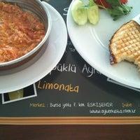 7/19/2012 tarihinde Volkan Y.ziyaretçi tarafından Gurme Ayten Usta'de çekilen fotoğraf