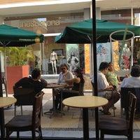 Foto diambil di Starbucks oleh Tucho Q. pada 7/8/2012
