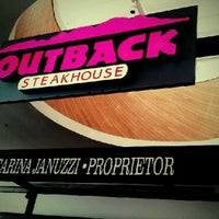 Foto tirada no(a) Outback Steakhouse por Bruno L. em 2/20/2012
