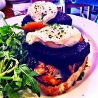 Снимок сделан в Juniors Deli Cafe пользователем Fionners G. 8/12/2012