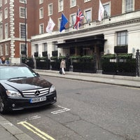 Photo taken at London Marriott Hotel Grosvenor Square by Diego A. on 2/27/2012