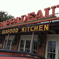 Photo taken at Pappadeaux Seafood Kitchen by Leann B. on 11/22/2011