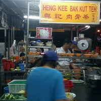 Photo taken at Heng Kee Bak Kut Teh 兴记肉骨茶 by Delren D. on 11/13/2011
